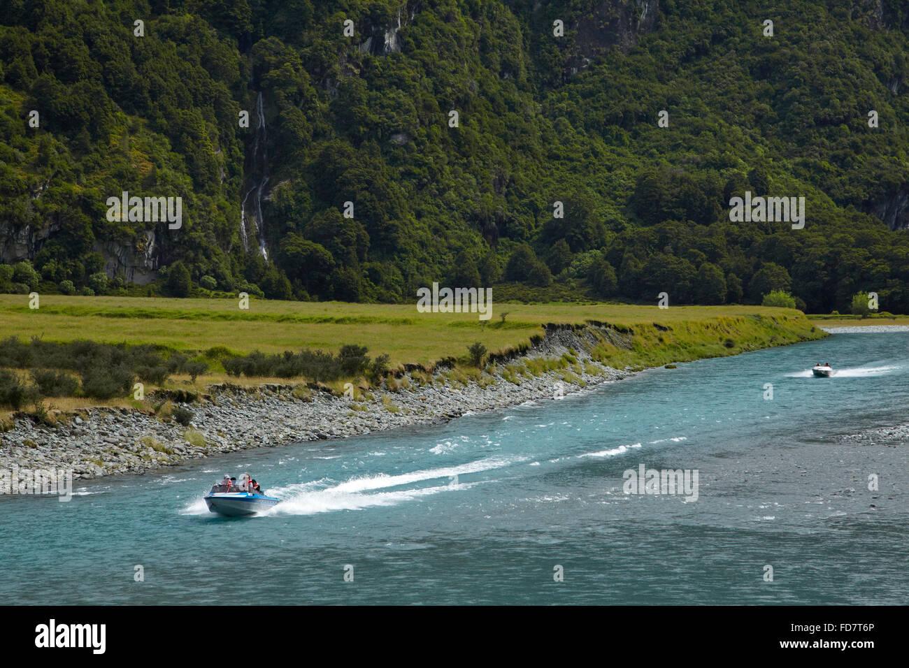 Jet-Boote am Matukituki River West Branch, Matukituki Valley, in der Nähe von Wanaka, Otago, Südinsel, Stockbild