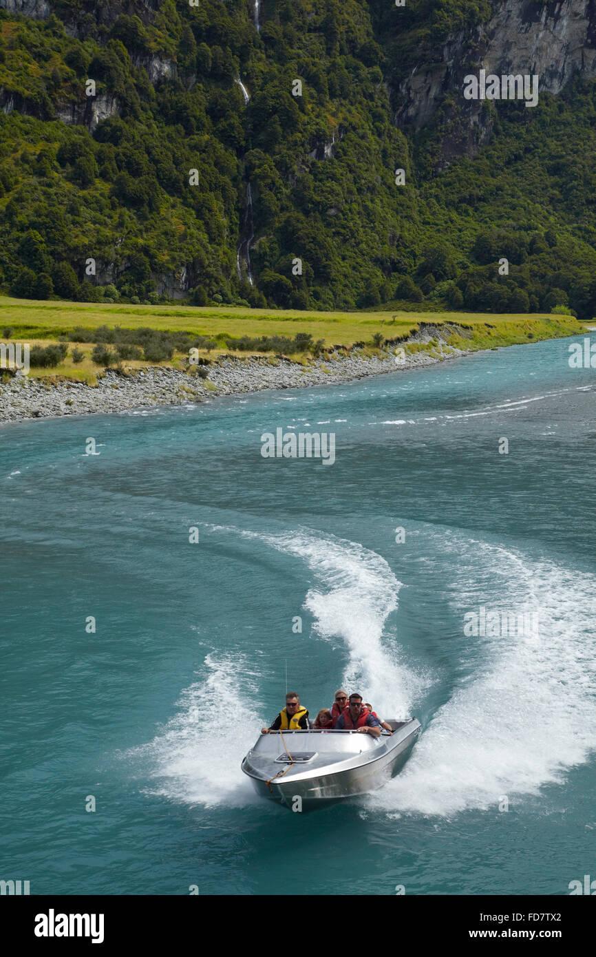 Jet-Boot auf Matukituki River West Branch, Matukituki Valley, in der Nähe von Wanaka, Otago, Südinsel, Stockbild