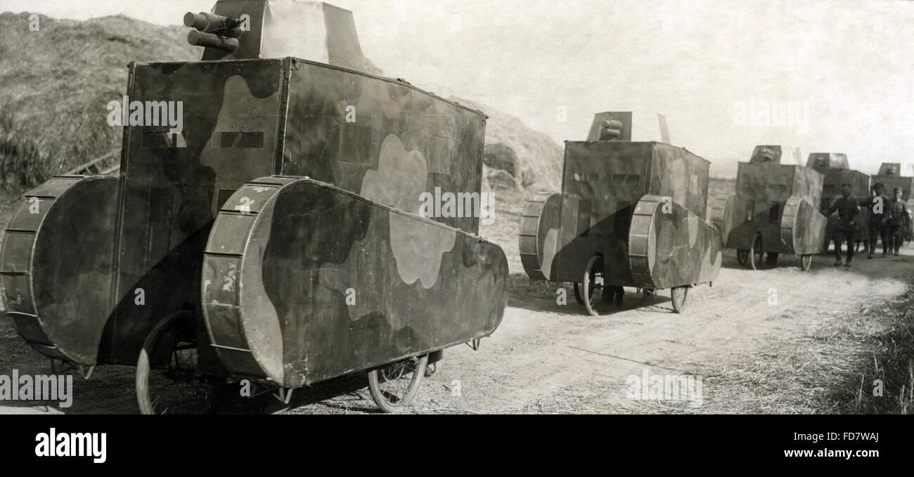 Dummy-Panzer während der Reichswehr Manöver, 1925 Stockfoto