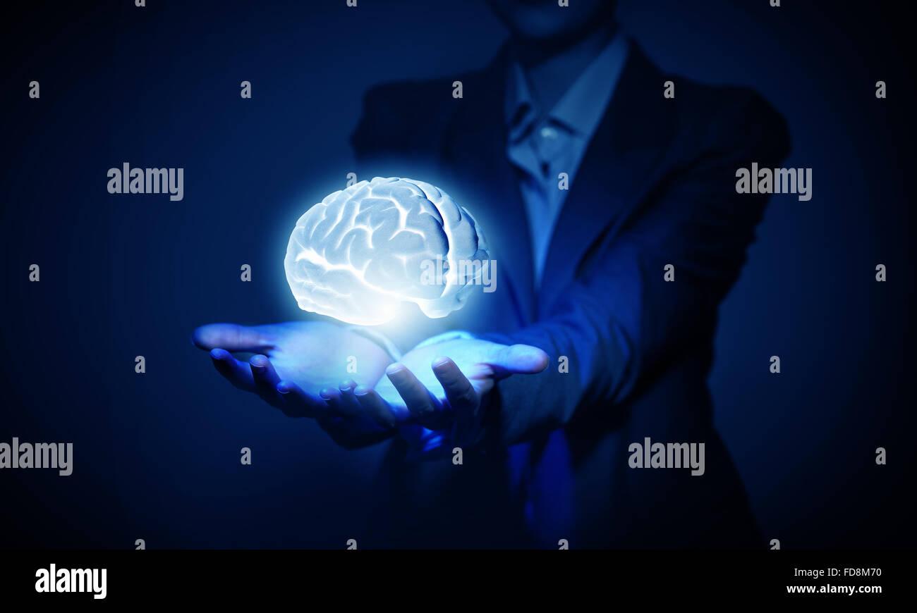 Gehirn in der Hand oder speichern Intelligenz Konzept Stockbild