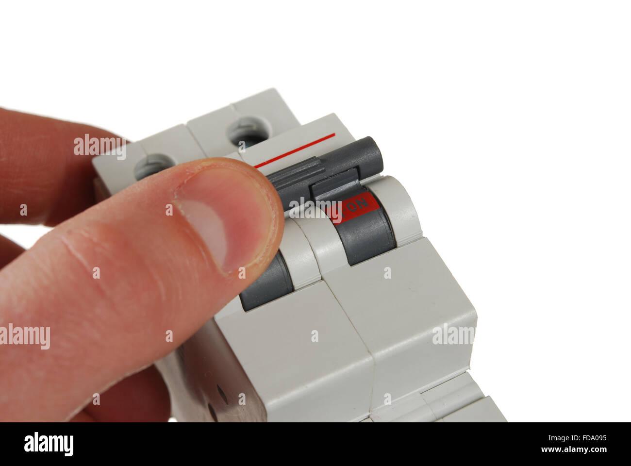Der elektrische Schalter in Stellung «auf» auf weißem Hintergrund ...