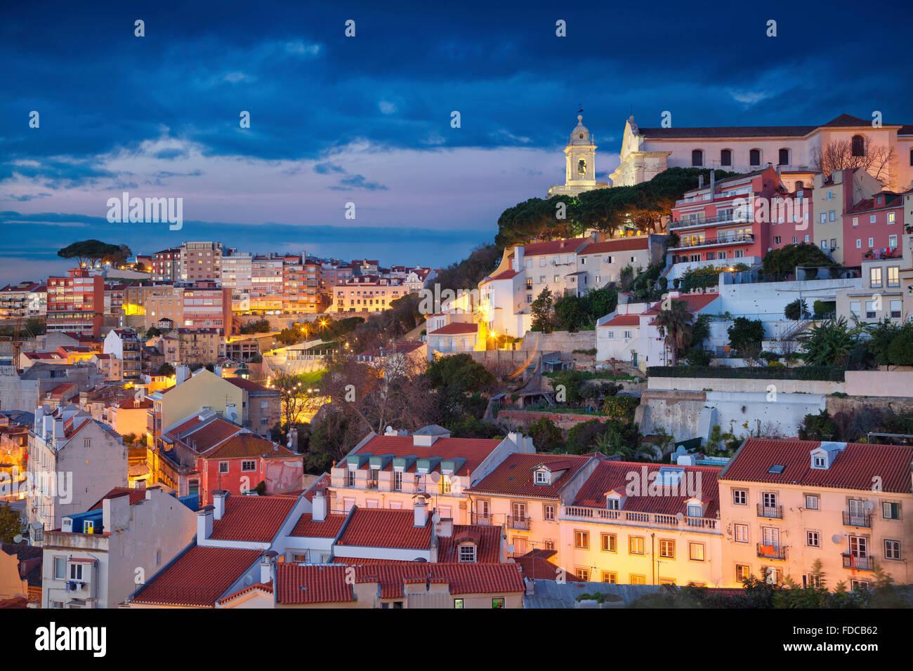 Lissabon. Bild von Lissabon während der blauen Dämmerstunde. Stockbild