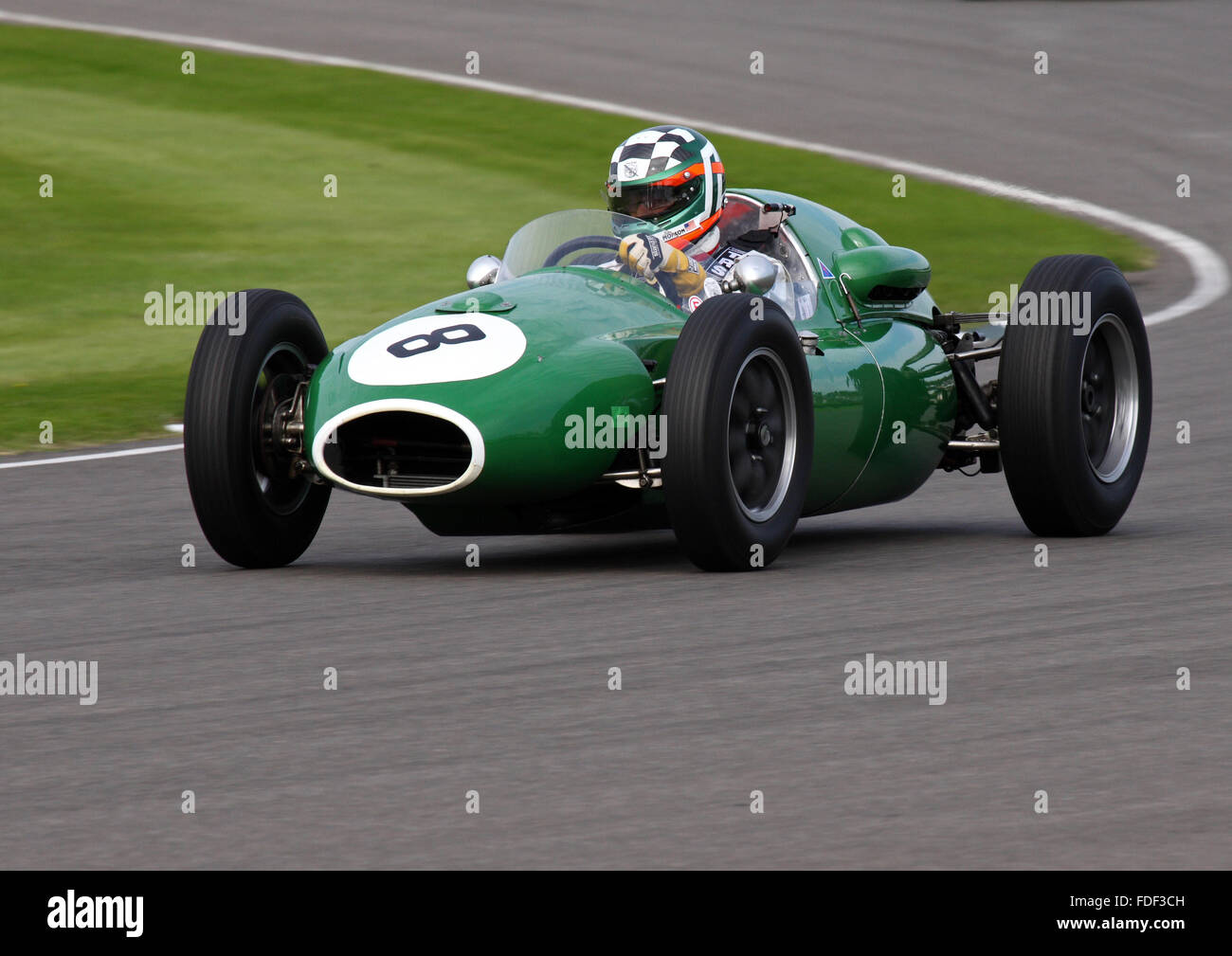 John Monson racing seinen Cooper Climax T45 bei Goodwood Revival Rennen treffen 2015 Stockbild