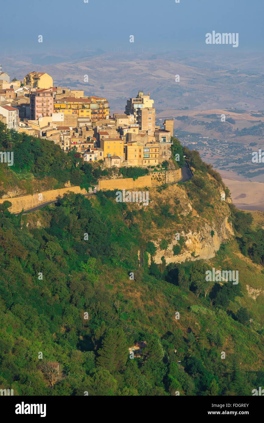 Enna Sizilien, Ansicht der Stadt von Enna und seine umliegende Landschaft im Zentrum der Insel Sizilien. Stockbild