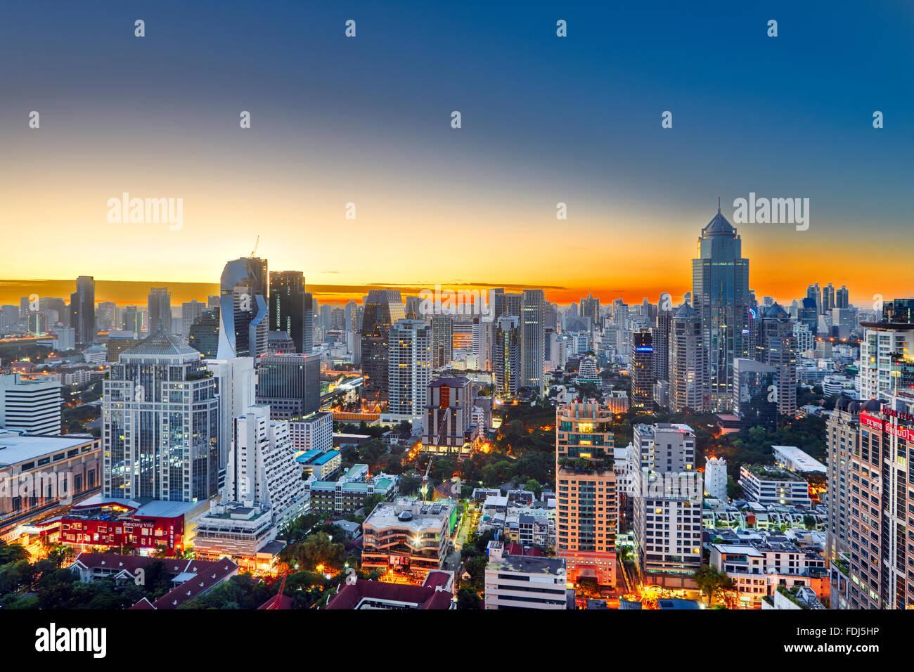 Erhöhte Stadtansicht bei Sonnenaufgang. Bangkok, Thailand. Stockbild