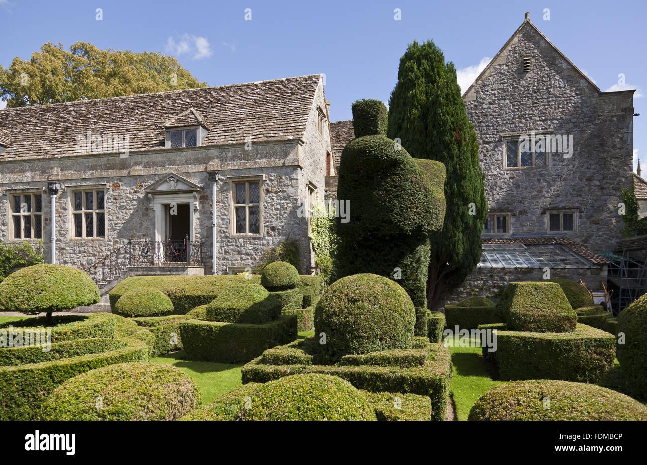 Avebury Manor Topiary Wiltshire Stockfotos & Avebury Manor Topiary ...