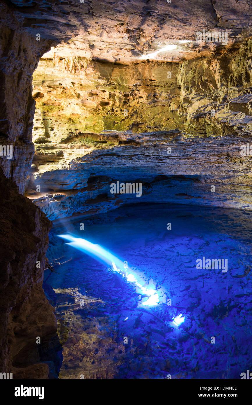 Reflexion des Sonnenlichts in den verzauberten Brunnen das Wasser in die Chapada Diamantina Stockbild