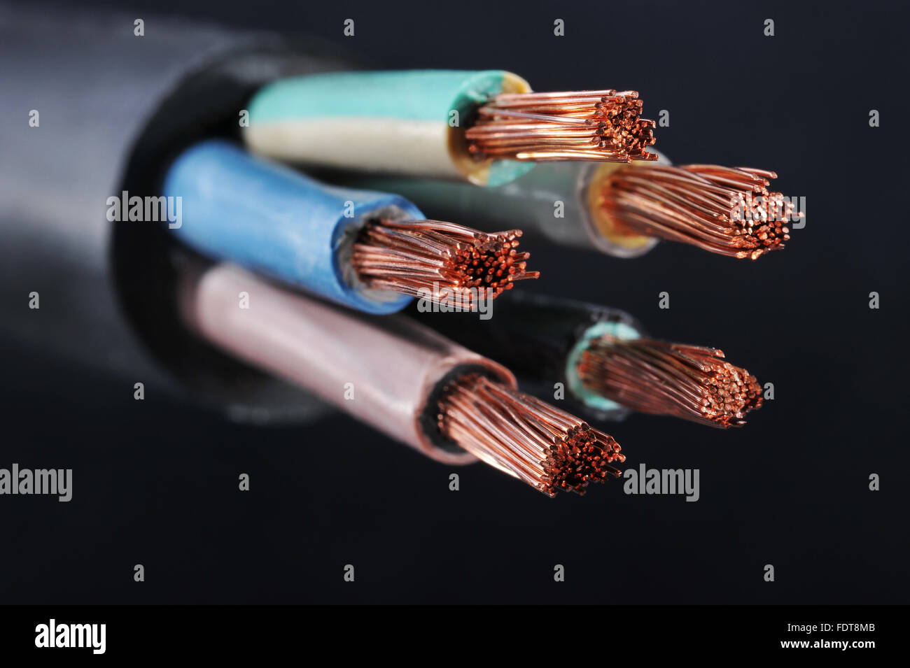 Copper Metal Wire Stockfotos & Copper Metal Wire Bilder - Seite 2 ...
