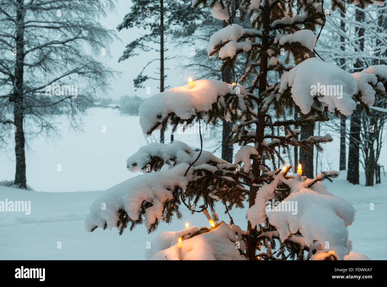 sweden snow dusk stockfotos sweden snow dusk bilder alamy. Black Bedroom Furniture Sets. Home Design Ideas