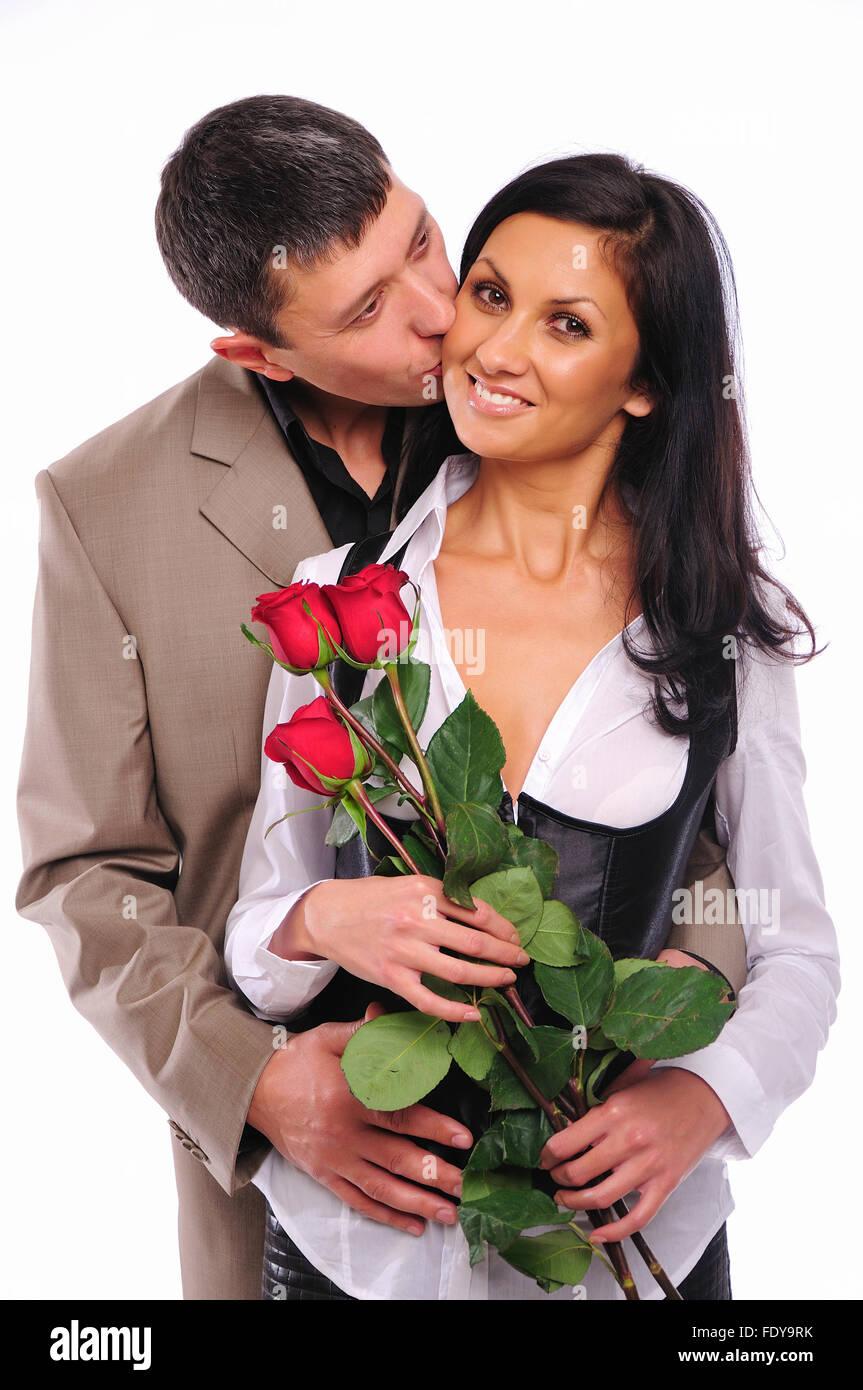 Der Junge Mann Gibt Seine Freundin Eine Rose Zu Ehren Des Valentinstag
