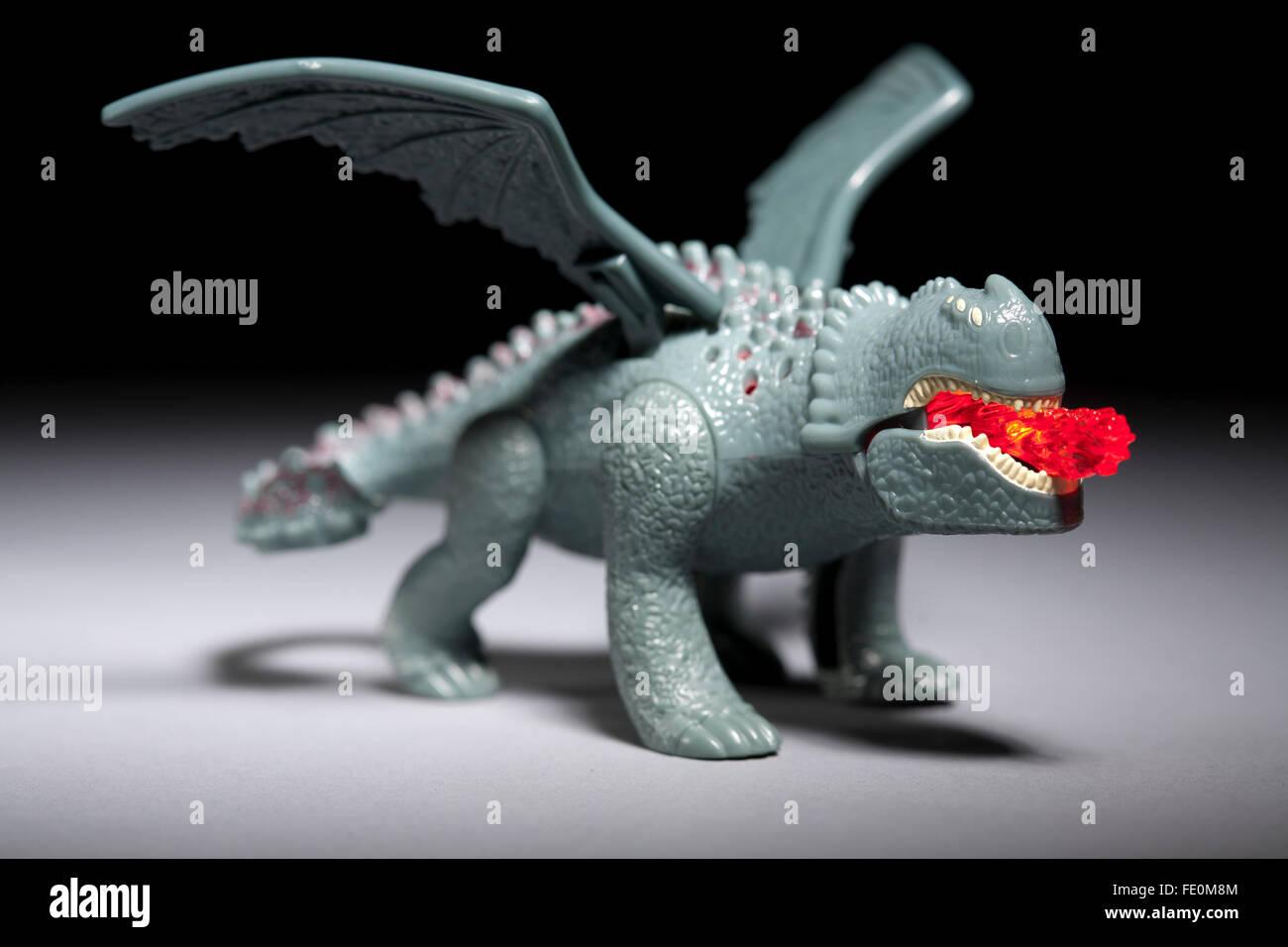 wie Sie Ihren Drachen glücklich Essen Spielzeug r.d. zu zähmen Stockbild