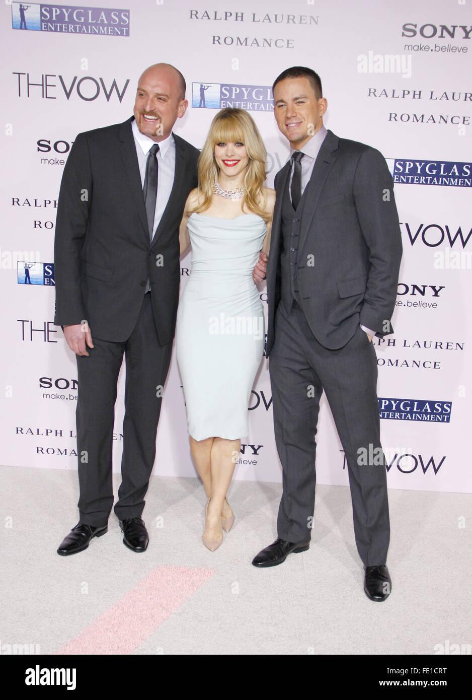 """Michael Sucsy, Channing Tatum und Rachel McAdams auf der Los Angeles Premiere von """"The Vow"""" statt, bei der Graumans Stockfoto"""