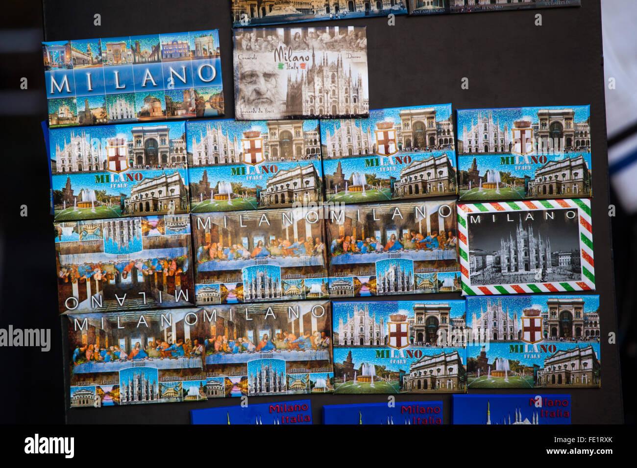 Souvenir-Kühlschrank-Magnete auf Verkauf in Mailand, Lombardei ...