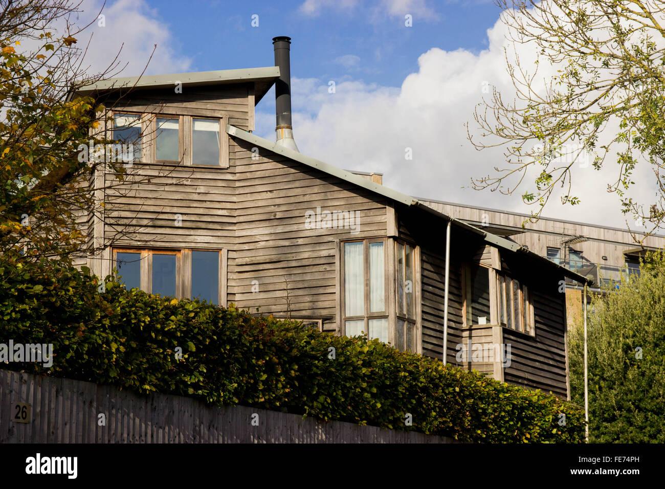 Haus, Öko Holzhaus verkleidet Stockbild