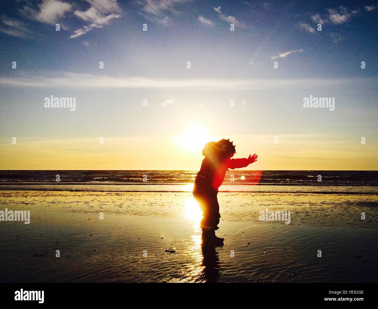 moderner Stil Luxus rationelle Konstruktion Sonnenkostüm Stockfotos & Sonnenkostüm Bilder - Alamy