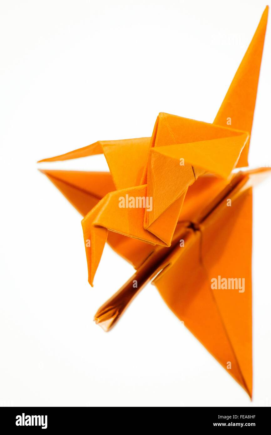 Orange Papierkranich Over White Background Stockbild