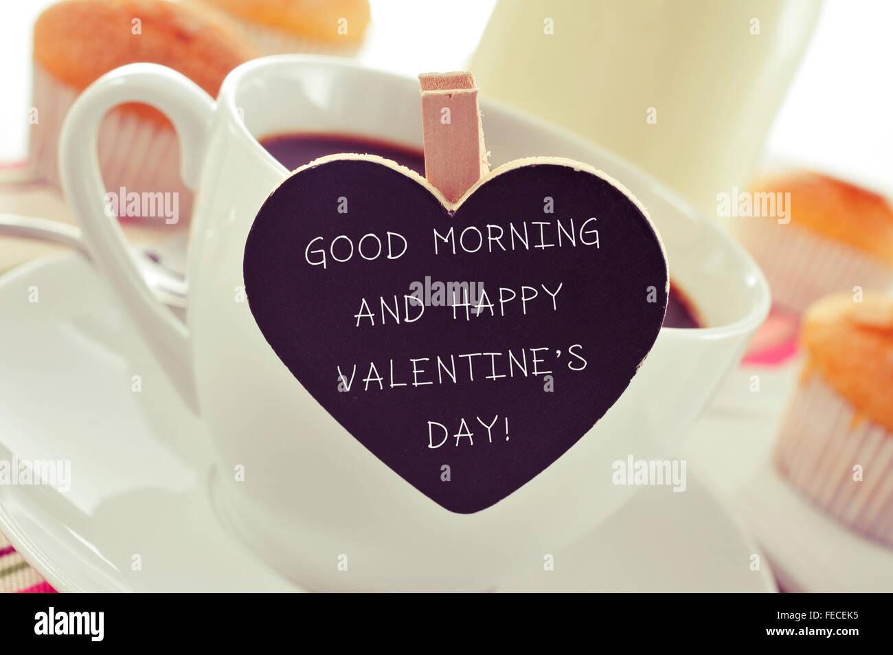 Nahaufnahme Einer Porzellan Tasse Kaffee Mit Ein Herzförmiges Schild Mit  Dem Text, Guten Morgen Und Glücklich Valentinstag Auf Einer Registerkarte