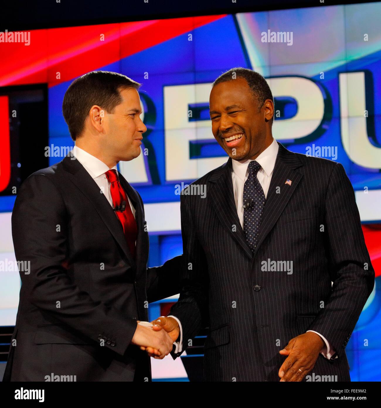 LAS VEGAS - 15 Dezember: Republikanische Präsidentschaftskandidat ehemaligen Dr. Ben Carson schüttelt Hände mit Senator Marco Rubio bei CNN republikanische Präsidentschafts-Debatte im venezianischen, 15. Dezember 2015, Las Vegas, Nevada Stockfoto