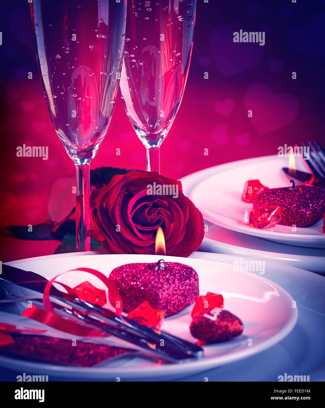 Schönes Stillleben mit romantischen Abendessen in roten Farben ...