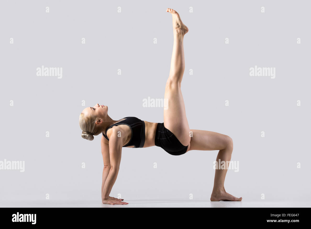 Sportlich Schöne Junge Frau Yoga Zu Praktizieren Variation Der