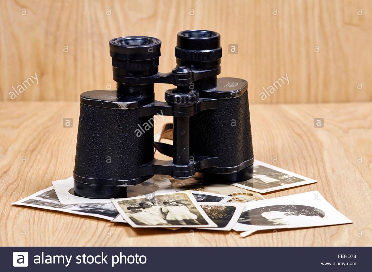 Koppeln von alten carl zeiss ferngläser und fotografien stockfoto