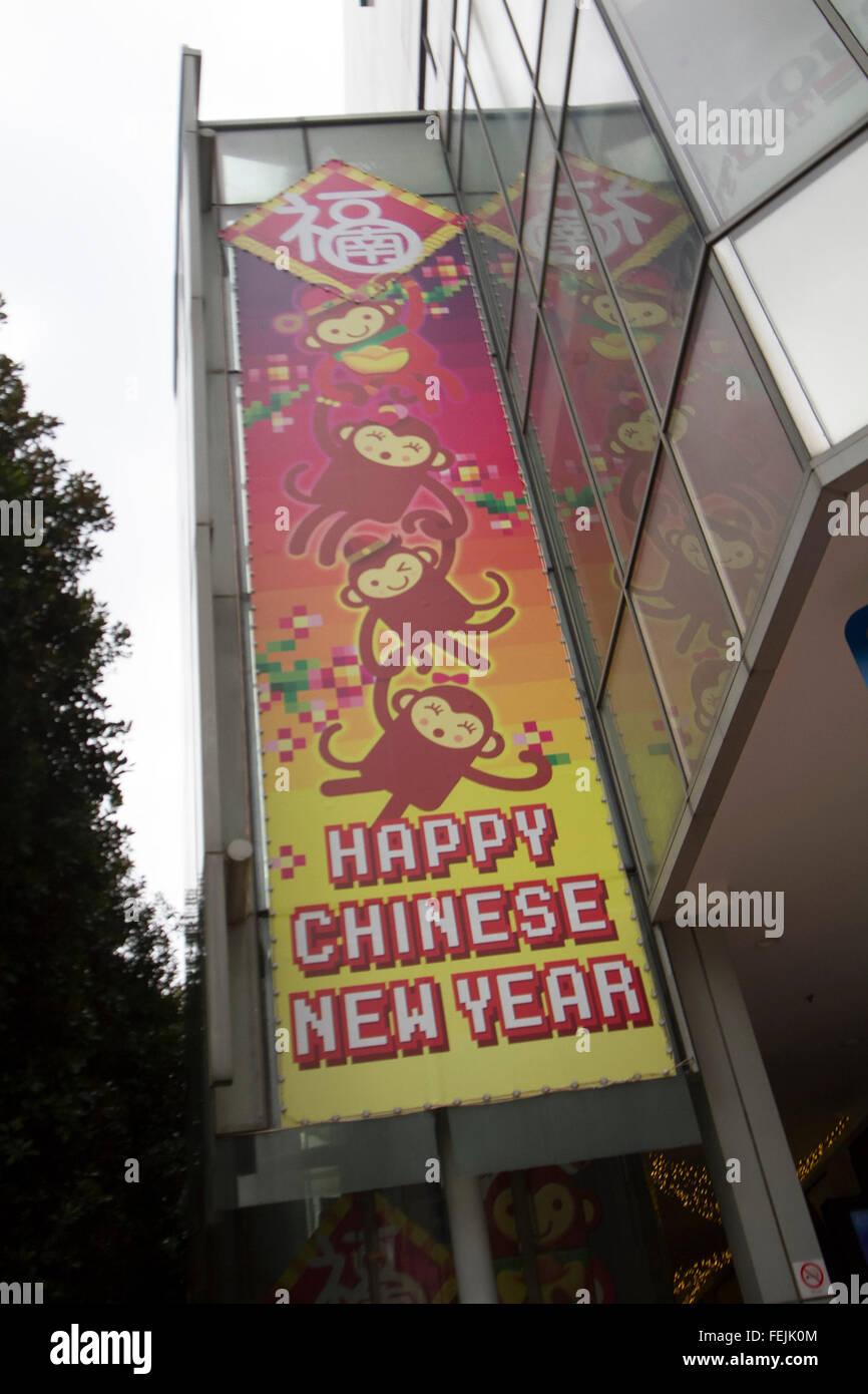 Singapur. 8. Februar 2016. Ein großes Plakat wünscht ein frohes ...