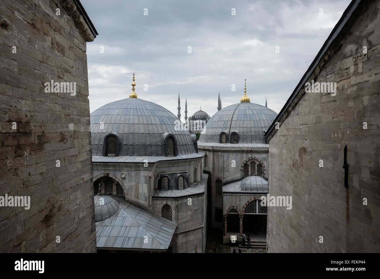 Die blaue Moschee (Sultan Ahmet Camii), wie von der Hagia Sophia, Istanbul, Türkei am 3. Mai 2015 zu sehen. Stockbild