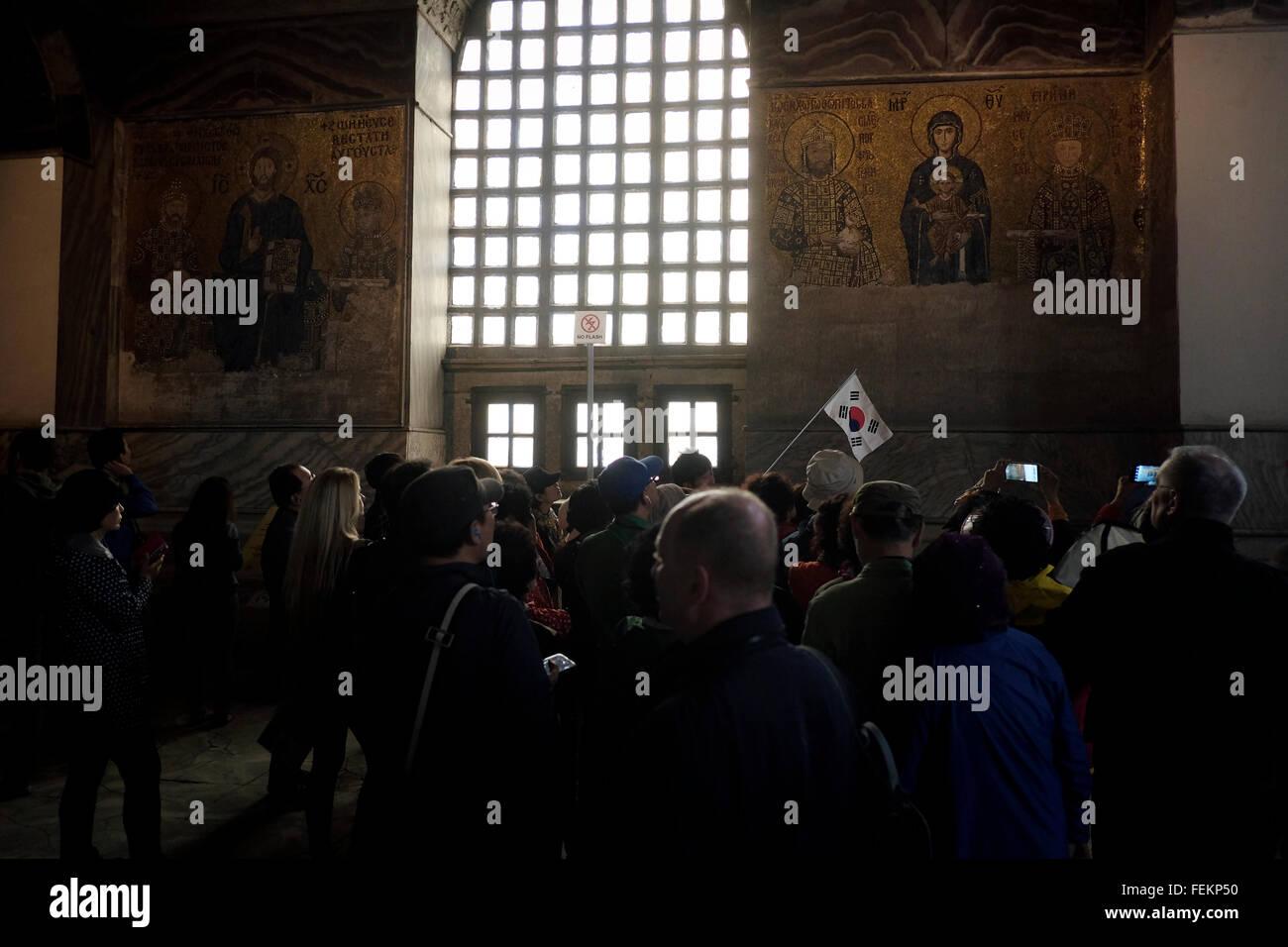 Geführte Besichtigung der südkoreanische Touristen in der Hagia Sophia, Istanbul, Türkei am 3. Mai Stockbild