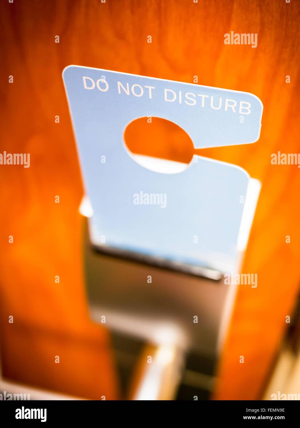 Tun nicht stören Schild an einer Zimmertür Stockfoto