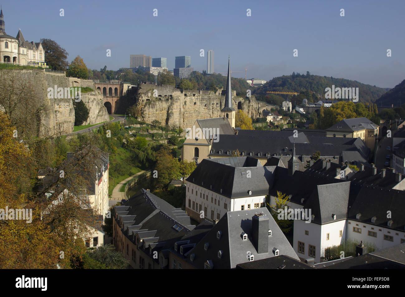 Luxemburg, Ansicht von der Corniche der Oberstadt mit dem Quartal Grund, Herbst Stockbild