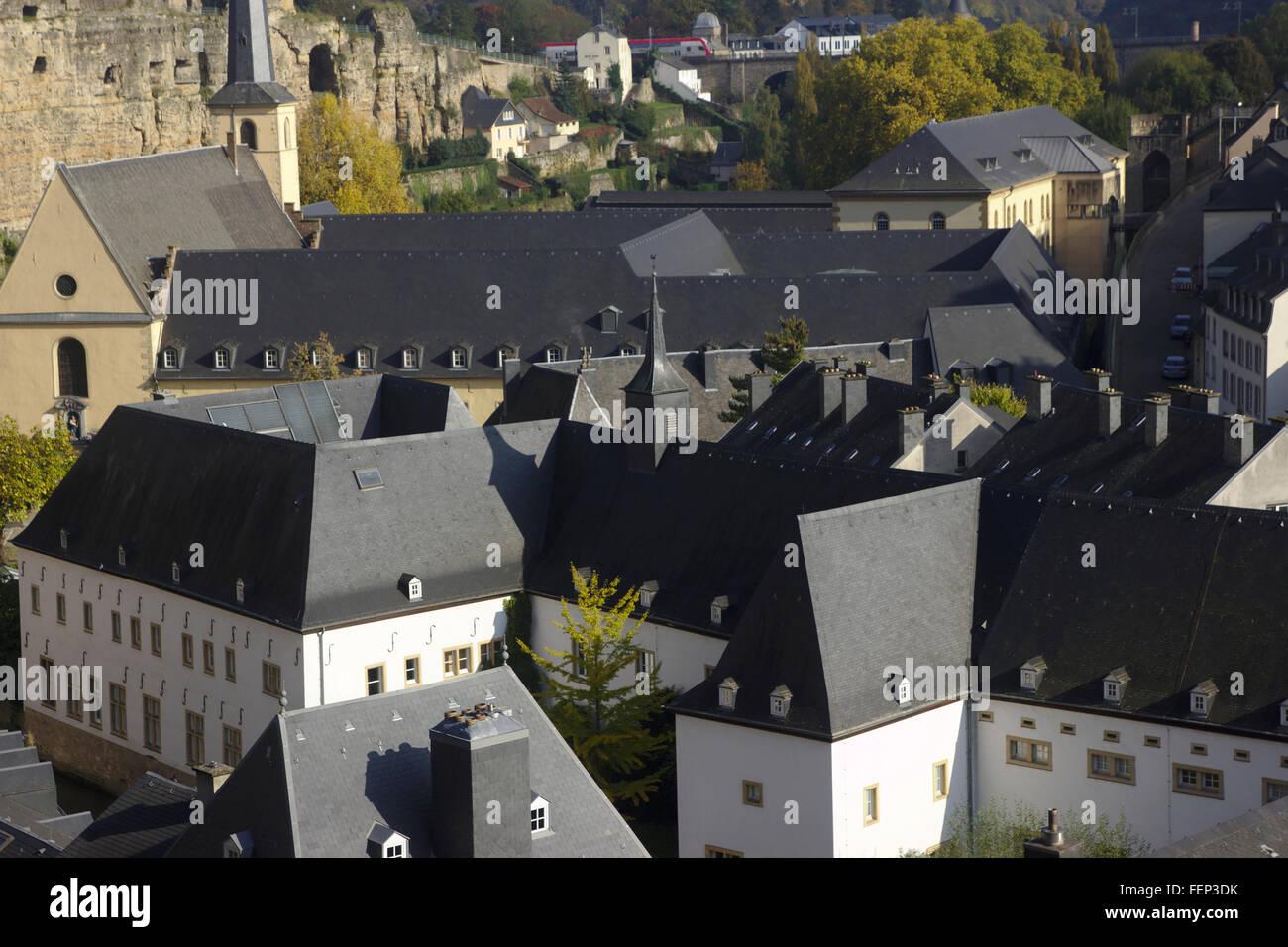 Luxemburg, Grund, Abtei Neumünster, Blick von der Corniche der Oberstadt zum Quartier Grund, Herbst Stockbild