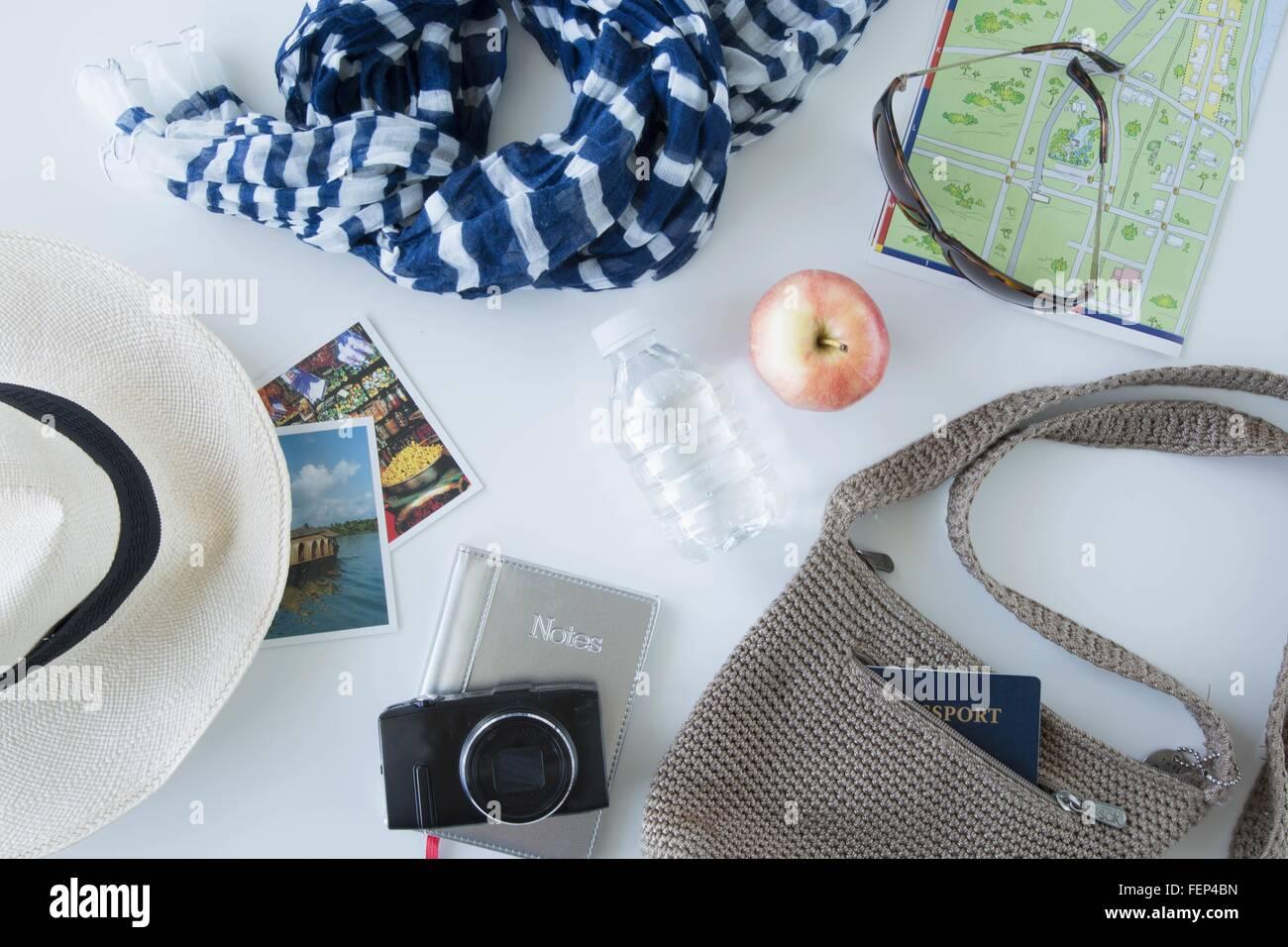 Draufsicht der Elemente vorbereitet für Sightseeing auf Städtereise Stockbild