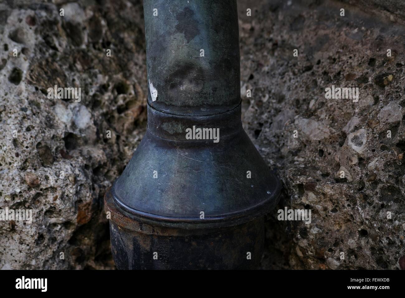 Nahaufnahme von Rusty Erschöpfung Rohr Stockbild