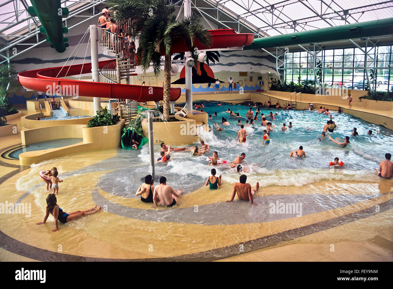 AA 5424. Deal, Wellen Schwimmbad, Archivierung der 1980er Jahre, Kent, England Stockbild