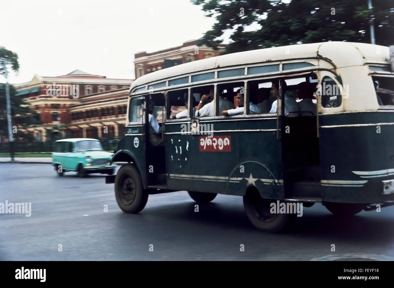 AA 6831. Archival 1966, Bus, Rangoon, Birma Stockbild