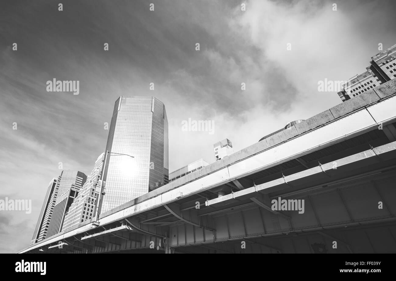 Schwarz / weiß Bild von Manhattan Straßeninfrastruktur und Gebäuden, NYC Stockbild
