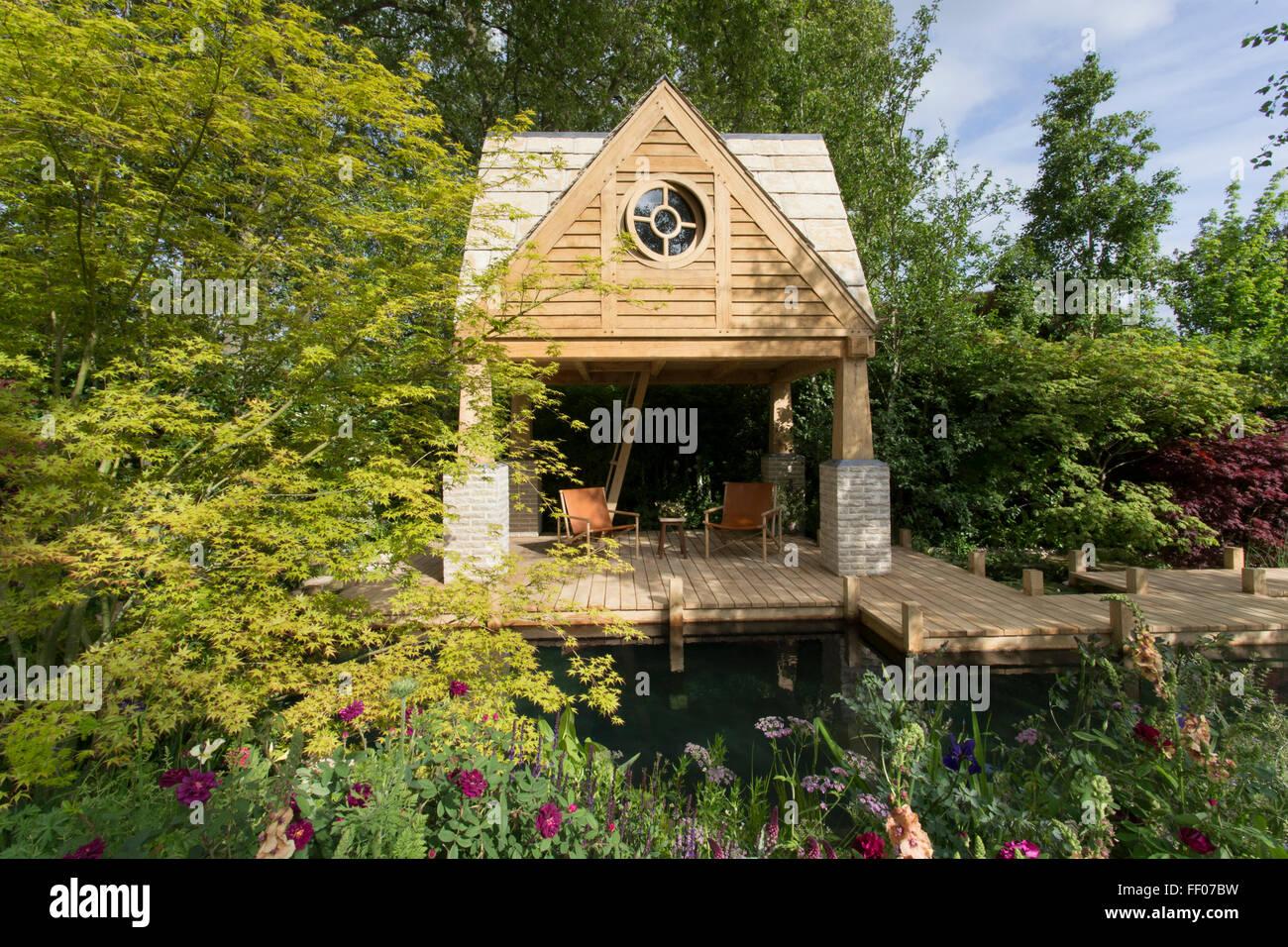 Wooden Decking Pond Stockfotos & Wooden Decking Pond Bilder - Alamy