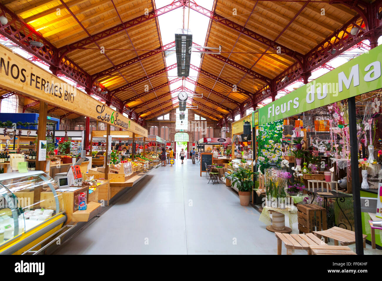 Im Inneren der überdachte Markt Halle Colmar, Elsass, Frankreich Stockbild