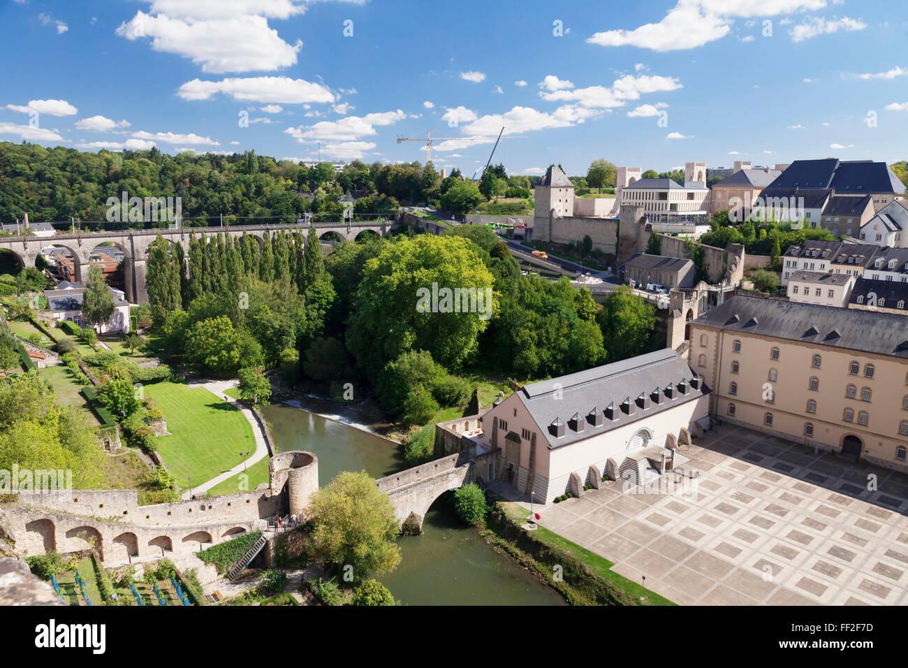 Neumünster Abbey in RMower Stadt Grund, ehemaliger BattRMement, oRMd Town, UNESCO, RMuxembourg Stadt, Großherzogtum Stockbild