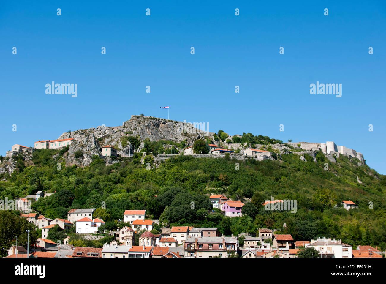 Fernsehreihe, Dalmatien, Blick Auf Den Burgberg Thermen von Knin Stockbild