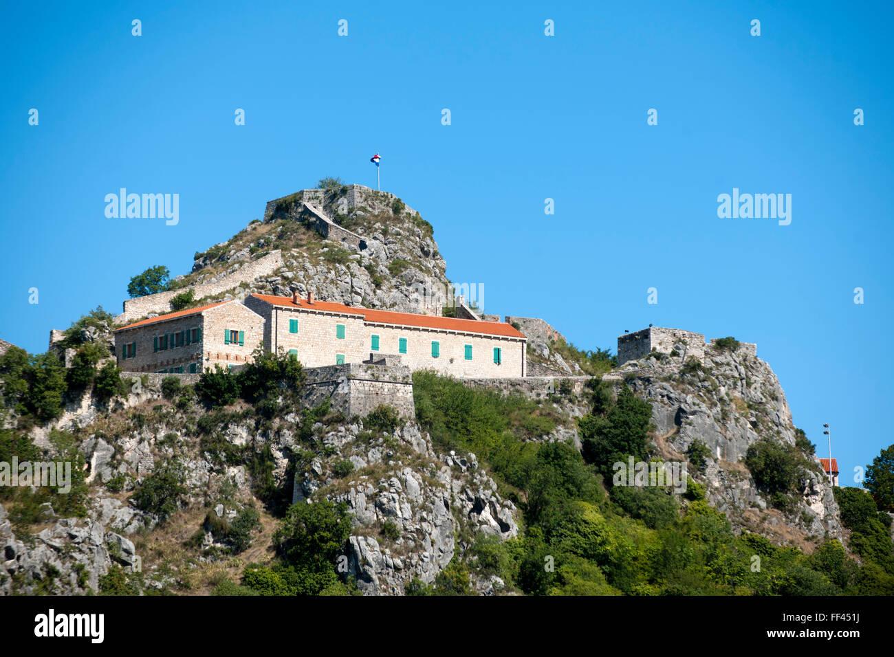 Fernsehreihe, Dalmatien, Knin, Blick Auf Die Festungsruine Auf Dem Berg Thermen. Stockbild