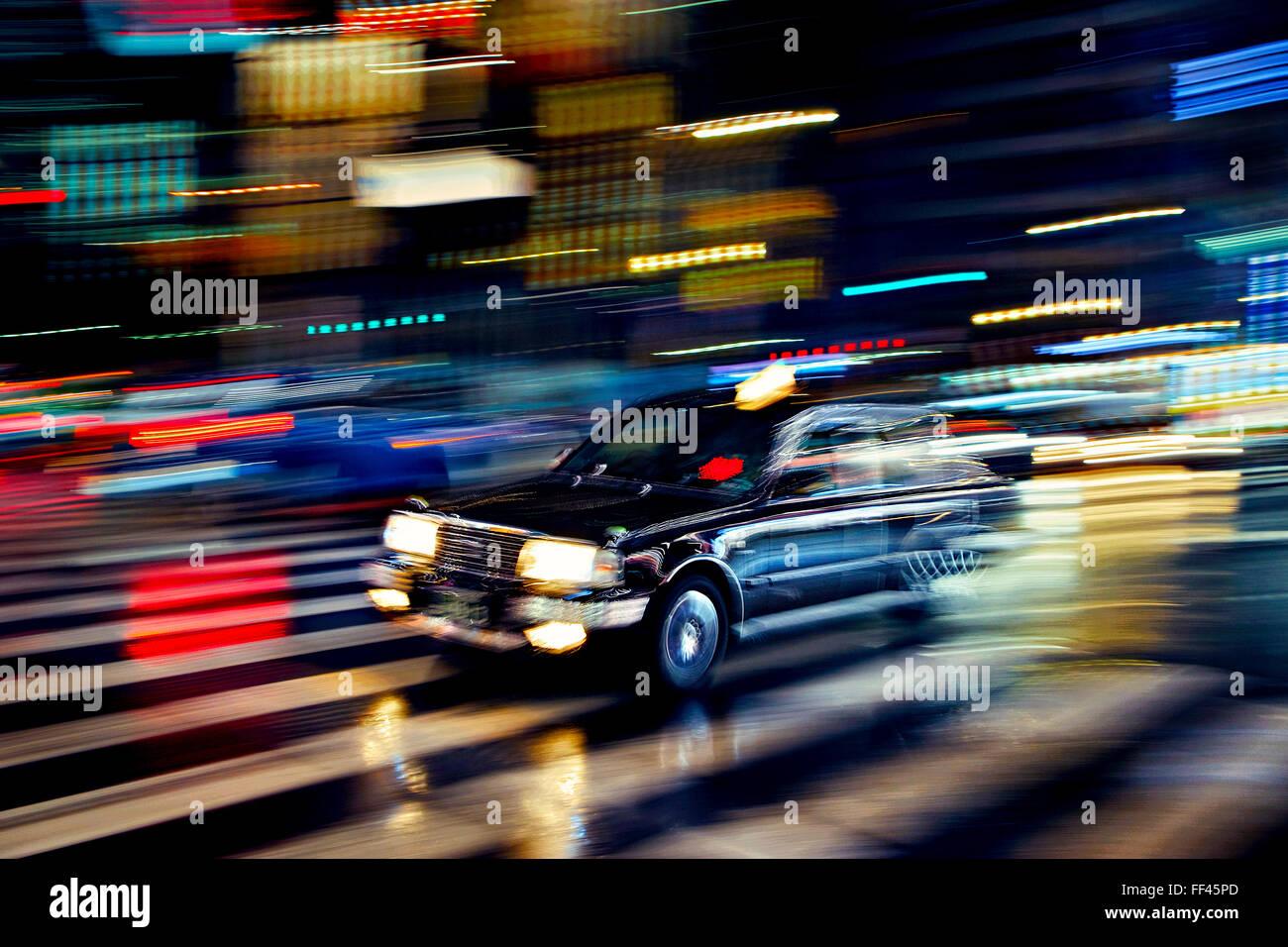 Japan, Honshu-Insel, Kanto, Tokio, Taxi in der Nacht. Stockbild
