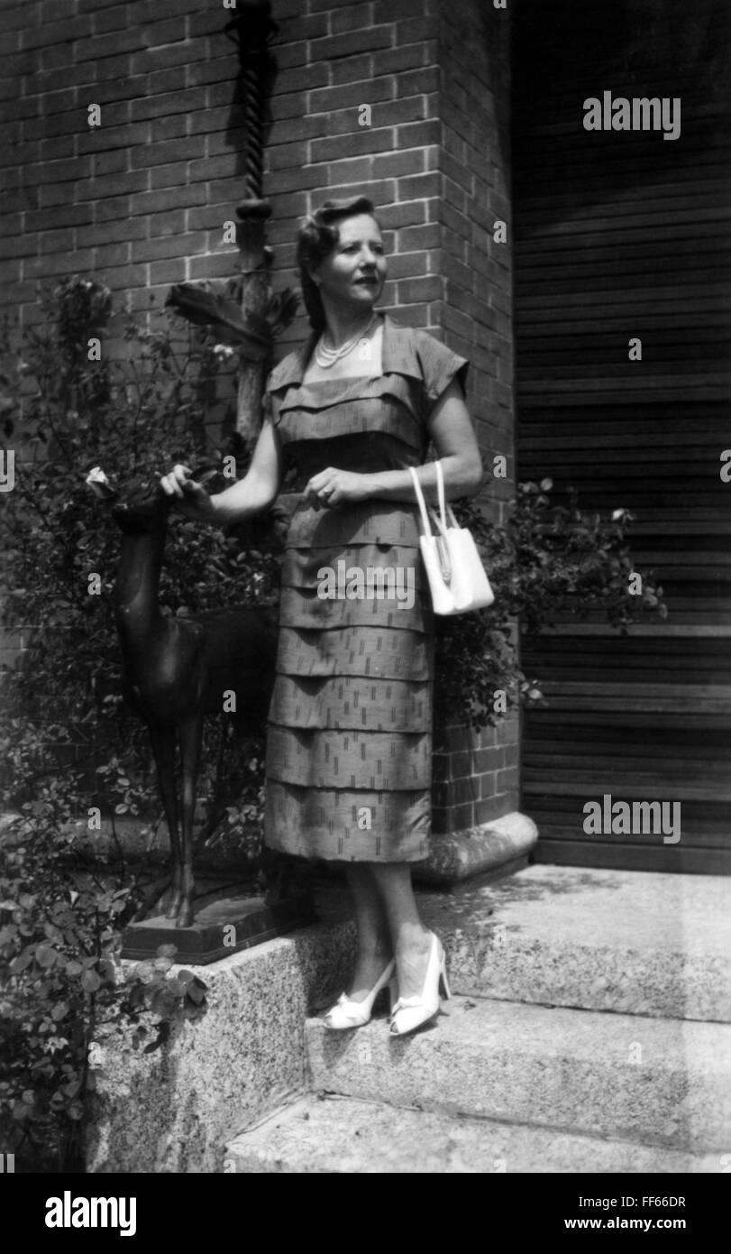 mode, 1930er jahre, damenmode, frau mit sommerkleid