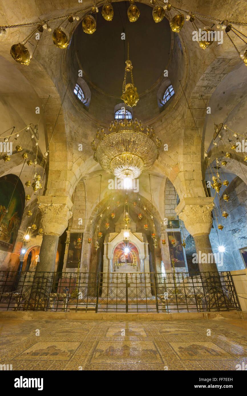 JERUSALEM, ISRAEL - 4. März 2015: Die Kapelle der Heiligen Helena in der Kirche des Heiligen Grabes. Stockbild