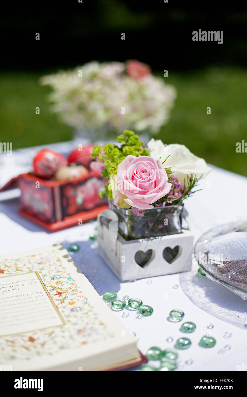 Dekoration Von Einer Persischen Hochzeit Tisch Draussen Stockfoto