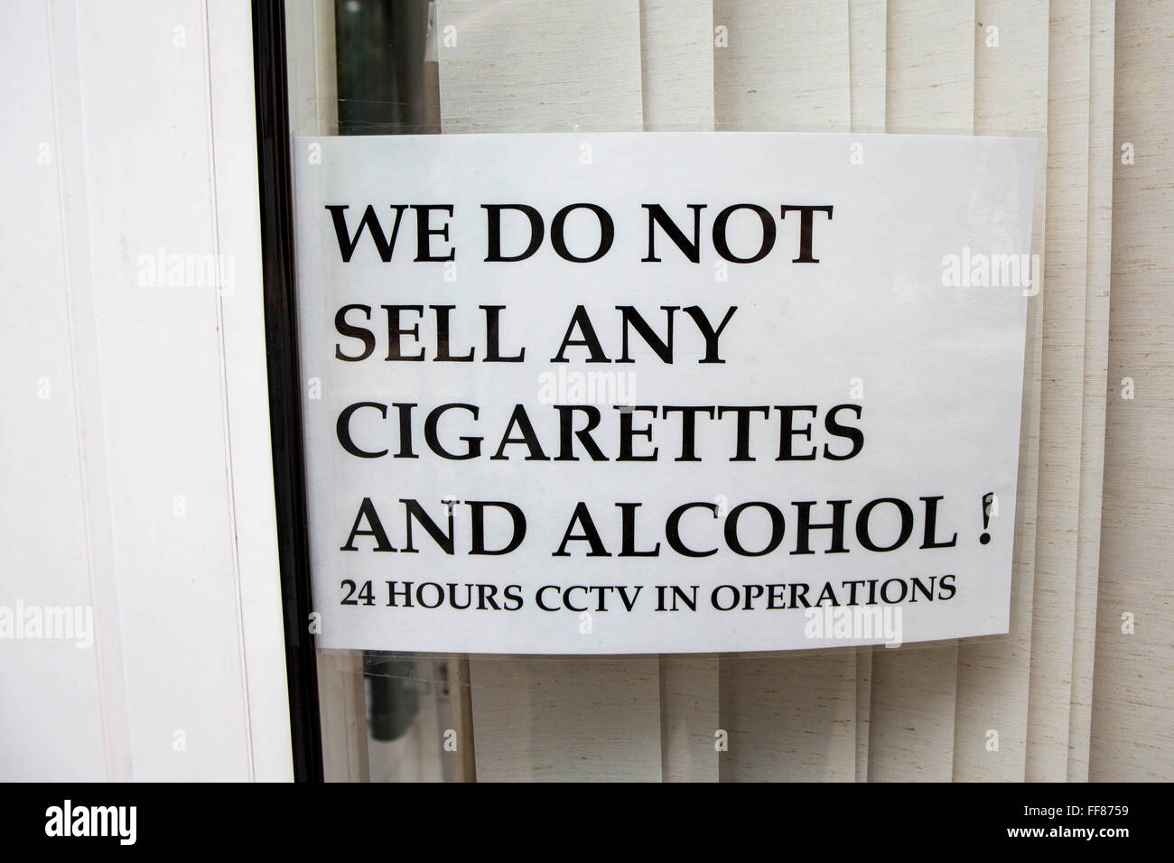 cigarettes and alcohol stockfotos cigarettes and alcohol bilder alamy. Black Bedroom Furniture Sets. Home Design Ideas