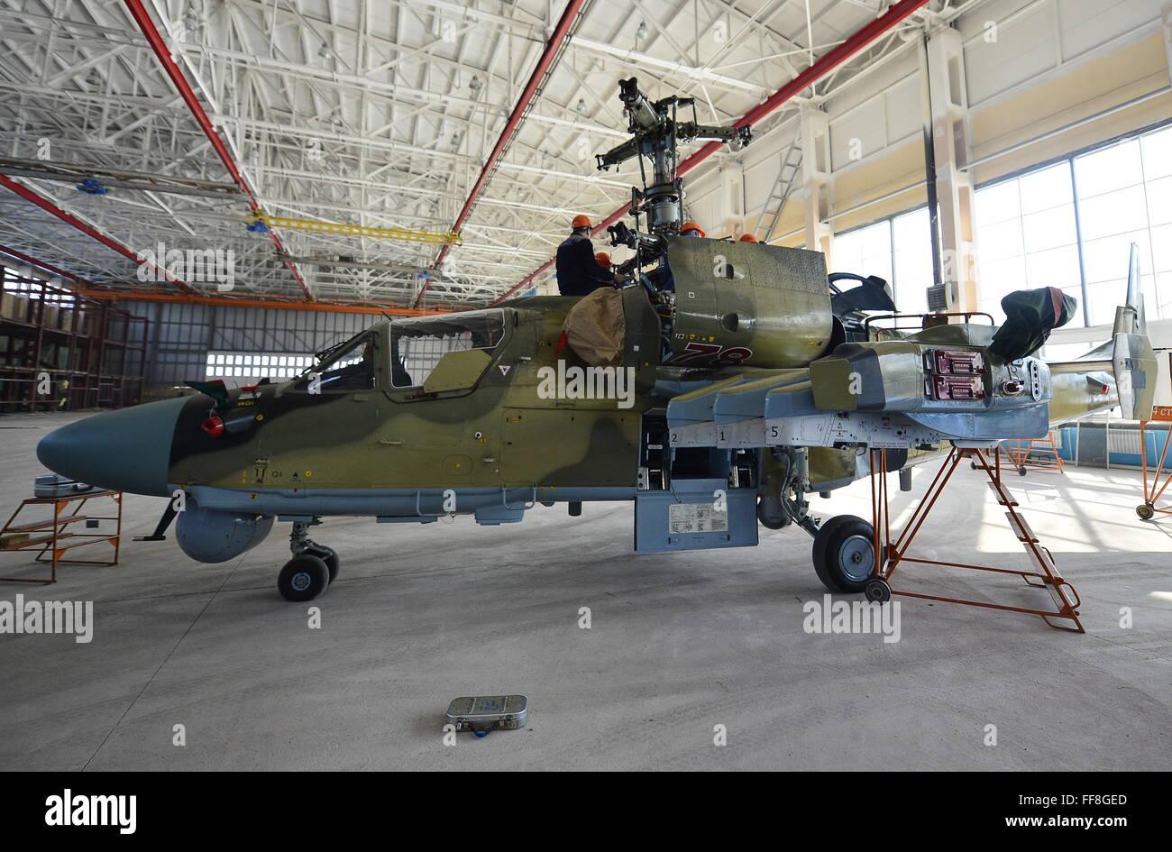 Primorje-Gebiet, Russland. 11. Februar 2016. Ein Kamov Ka-52 Alligator neue Generation Aufklärung Kampfhubschrauber Stockbild