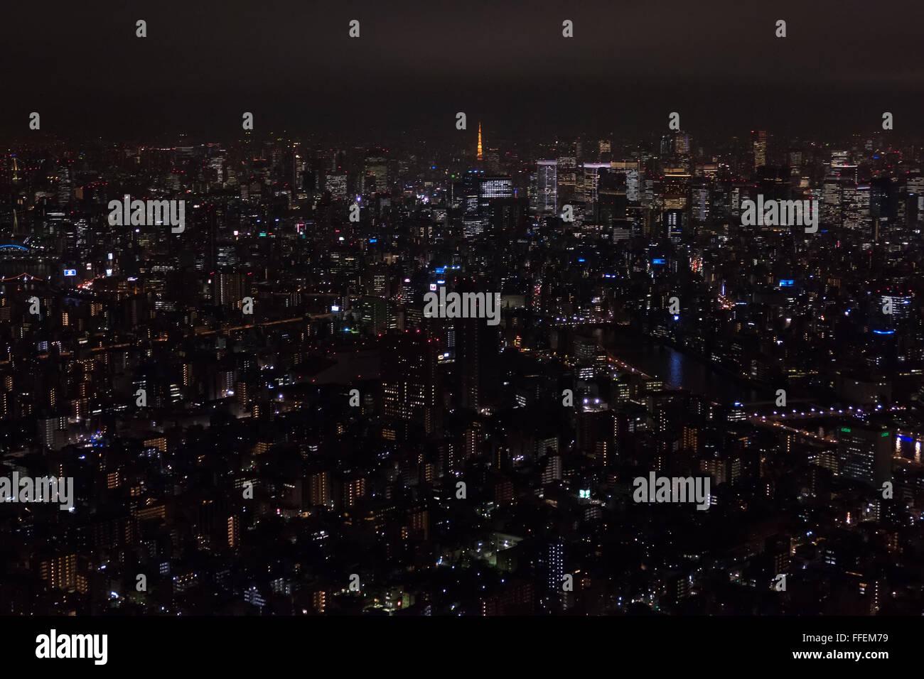 Tokio, Japan, Asien. Panoramablick auf die Stadt bei Nacht vom Skytree Tower. Asiatischen Stadtlandschaft, japanische Ballungsraum Stockfoto