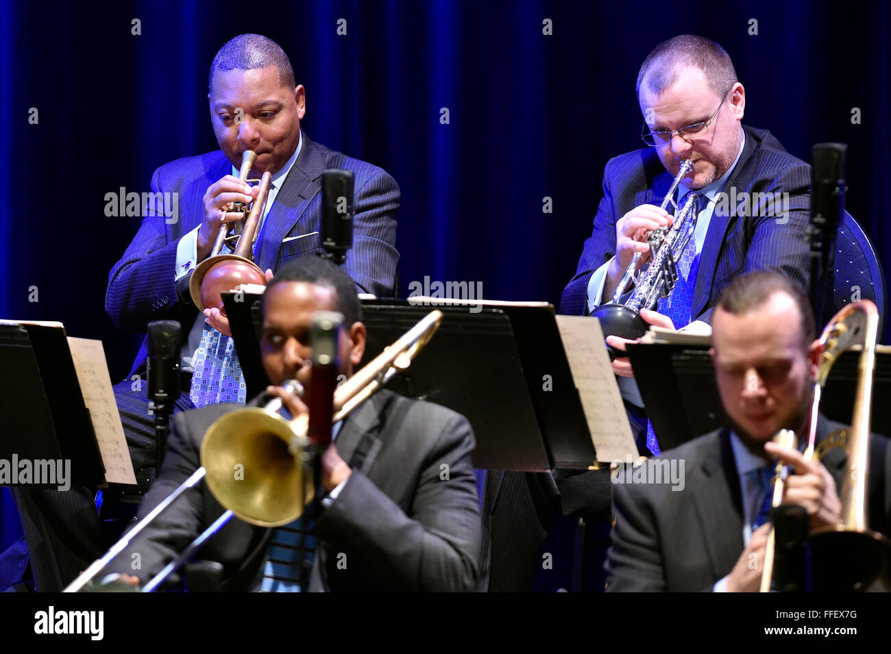 Brno, Tschechische Republik. 12. Februar 2016. US-jazz-Trompeter Wynton Marsalis führt mit dem Jazz at Lincoln Center Stockfoto