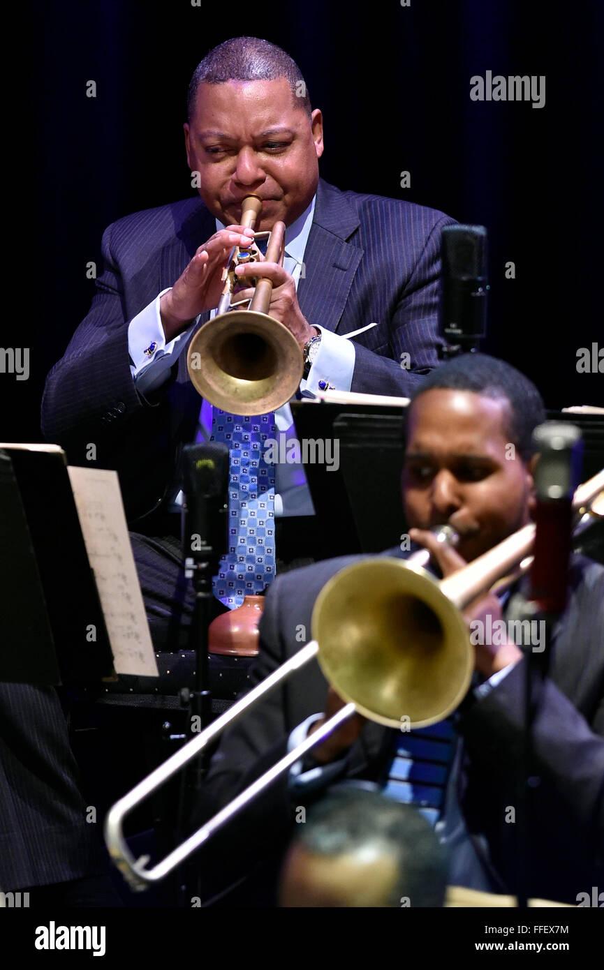 Brno, Tschechische Republik. 12. Februar 2016. US-jazz-Trompeter Wynton Marsalis führt mit dem Jazz at Lincoln Center Stockfoto